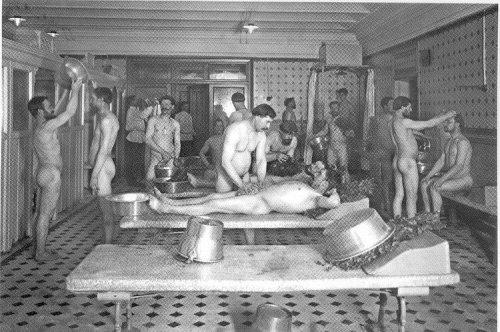 Моются женщины в общественной в бане фото 191-145