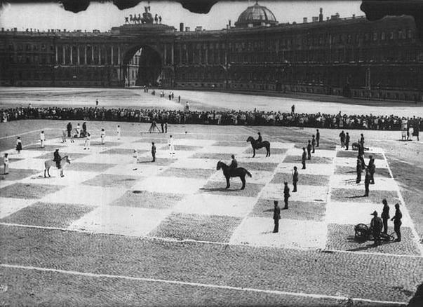 Живые шахматы на Дворцовой площади